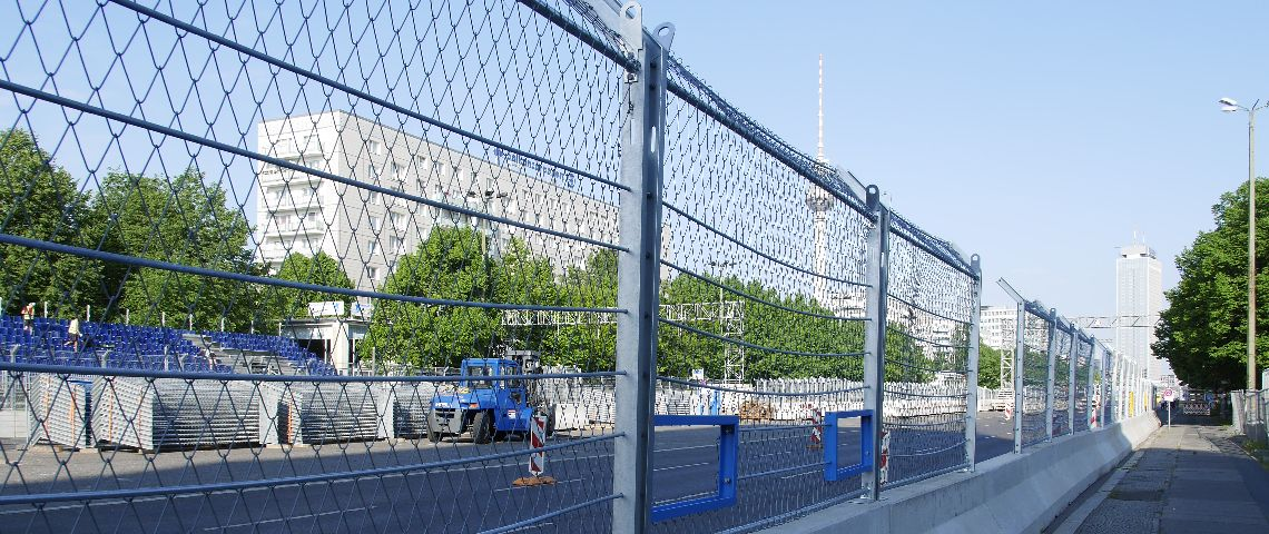 Mobile FIA debris fence at the Formula E in Berlin