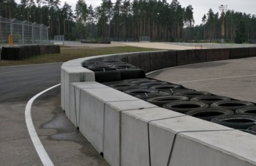 Double sided concrete barrier