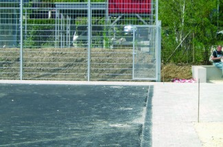 Stationary but flexibly deployable rollaway fence system 2006 - Geobrugg