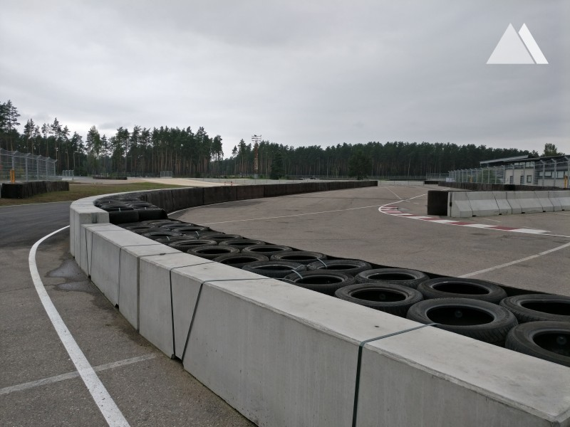 Bikernieku Trase - double sided concrete barrier 2016 - Geobrugg