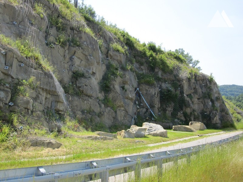 S7 Express Road Lubien bypass slope stabilization 2009 - Geobrugg