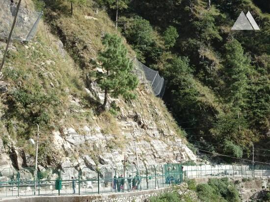 Камнепады, обвалы, осыпи - Trek route to Shri Mata Vaishno Devi Shrine (1) 2016
