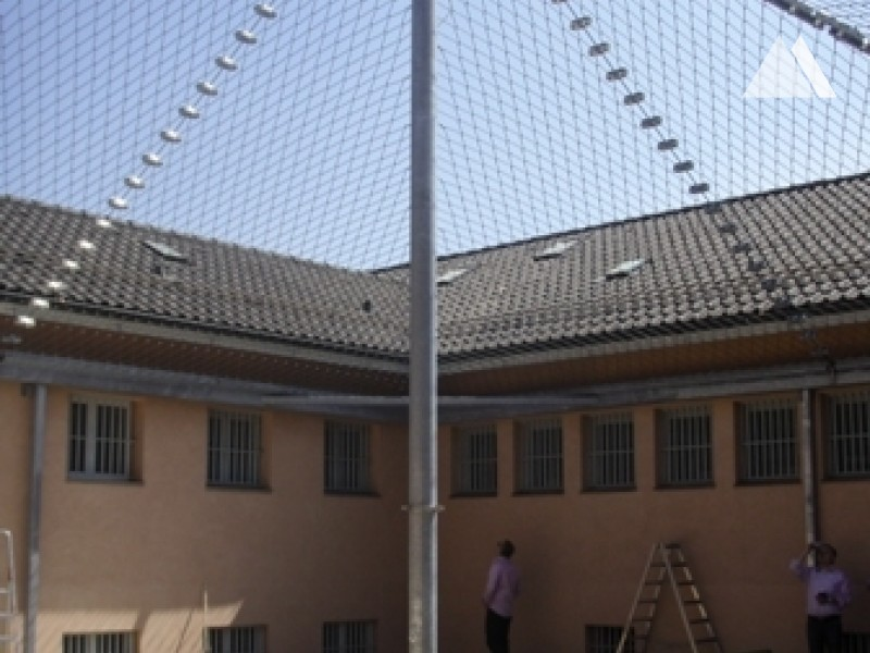 Canopy over a prison exercise 2009 - Geobrugg