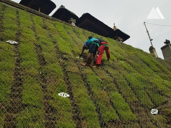Stabilisation des pentes - Tumbak Bayuh Temple, Bali 2017
