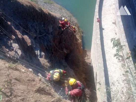 Estabilização de taludes - Port St Johns Dam Wall Abutment 2018
