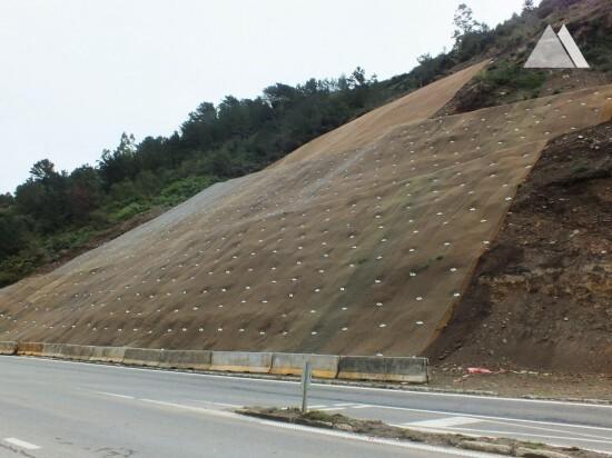 Estabilização de taludes - T-350 Road   Valdivia 2015