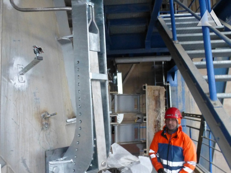 Impact Protection - Catching net in a cement plant Deuna 2015