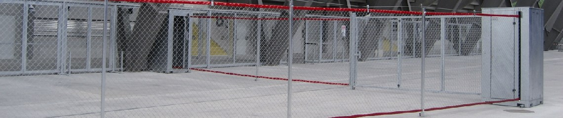 The FENCEBOX® roll-away fence system is the ideal solution for separating spectator seating areas and for defining pedestrian thoroughfares at major events, both in indoor and outdoor events, trade centers and stadiums. It is the smart alternative to road barriers, portable fence sections, police fencing and event fencing.